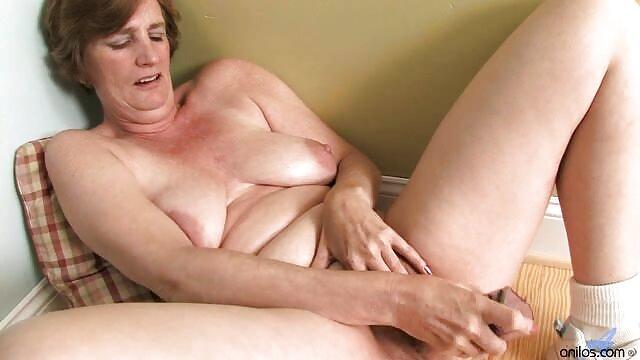 Ingyen pornó nincs regisztráció  Nagyi szőrös punci videók szexi harisnya fúj unokaöccse