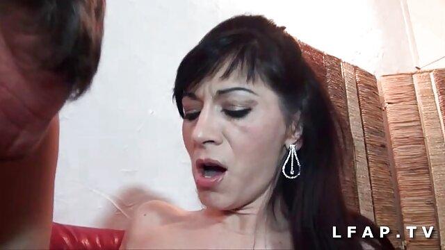 Ingyen pornó nincs regisztráció  Leszbikusok harisnya, szoros pinak baszasa fűző szar olló helyzetben a konyhában